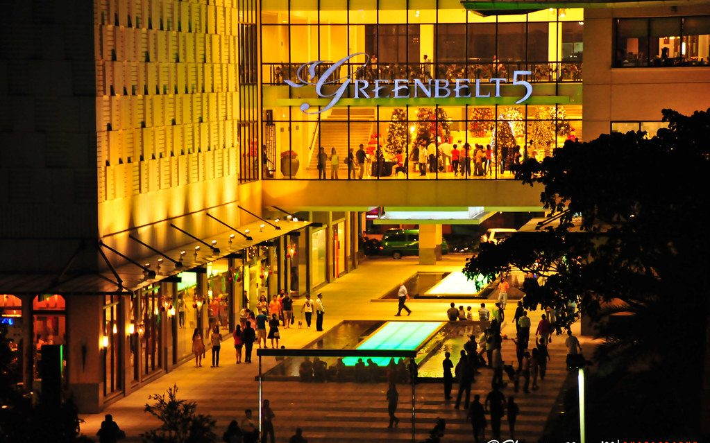 Greenbelt Mall (1.6 km)